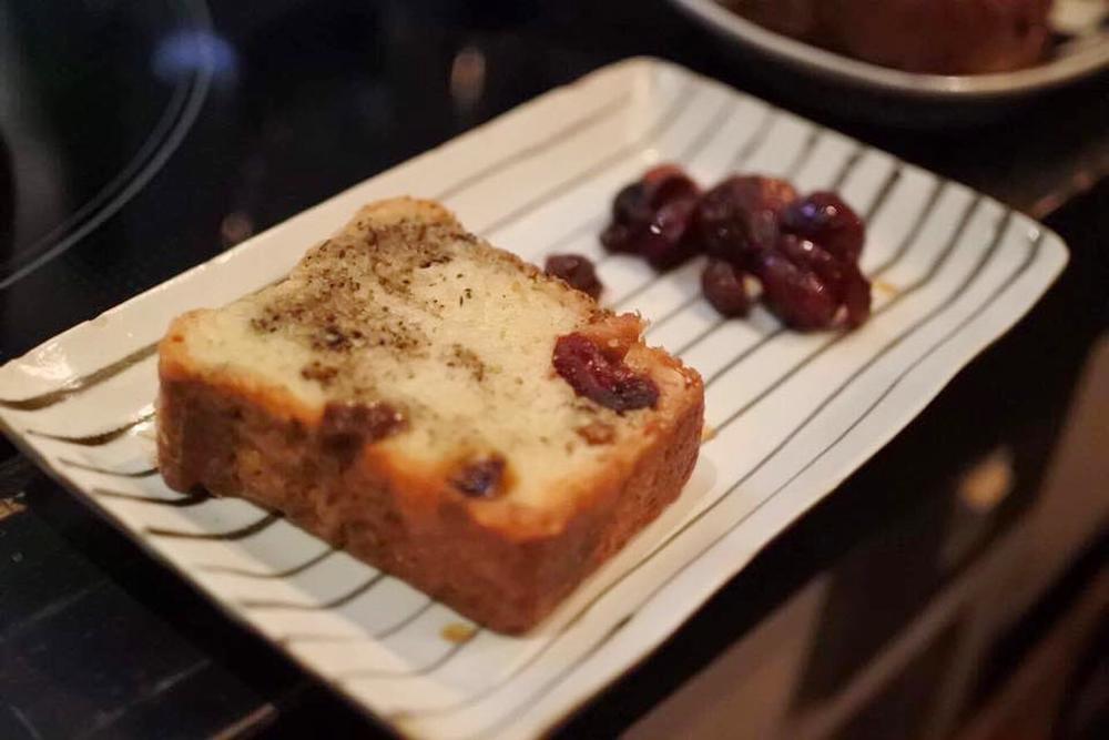 【旅の食卓】タイ:ふわりと甘いミルクティーとココナッツのパウンドケーキ