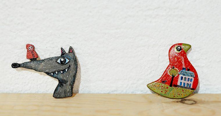 旅と手しごと『エストニア・タリンの街から港町パルヌへ:赤ずきんちゃん&オオカミのブローチ』