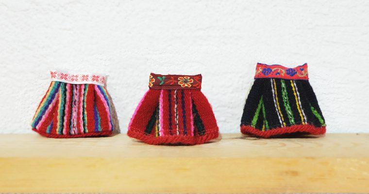 旅と手しごと『エストニア・バルト海に浮かぶ生きた博物館:キフヌ島の赤いスカート』
