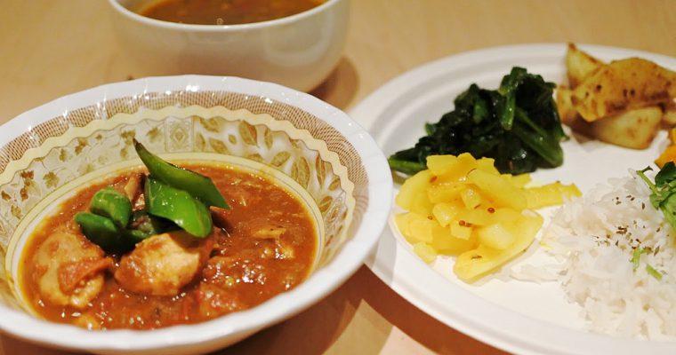 【旅の食卓】ネパール:セルロティとダルバート、ラッシーのデザート