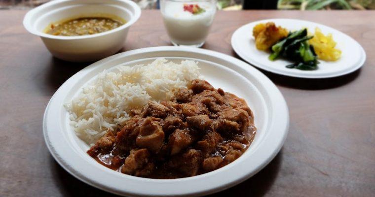 【旅の食卓】ネパール:スパイスとチキンたっぷりのカレーとレンズ豆のスープ