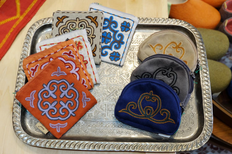 【旅と手しごと】モンゴル:刺繍マスターのアトリエとカザフ刺繍